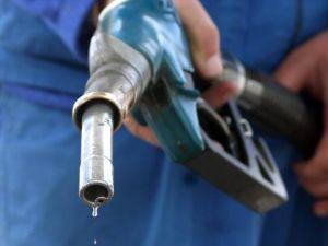 Пазарни сили довели до скъпите горива