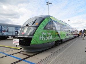 Първи конвертиран хибриден влак променя правилата на релсите