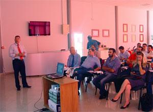 Дистрибутори от балканите на търговски и технически семинар в Ерато