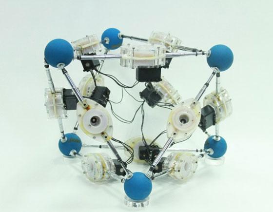 Усъвършенстваха робот, който пълзи в канализационни тръби